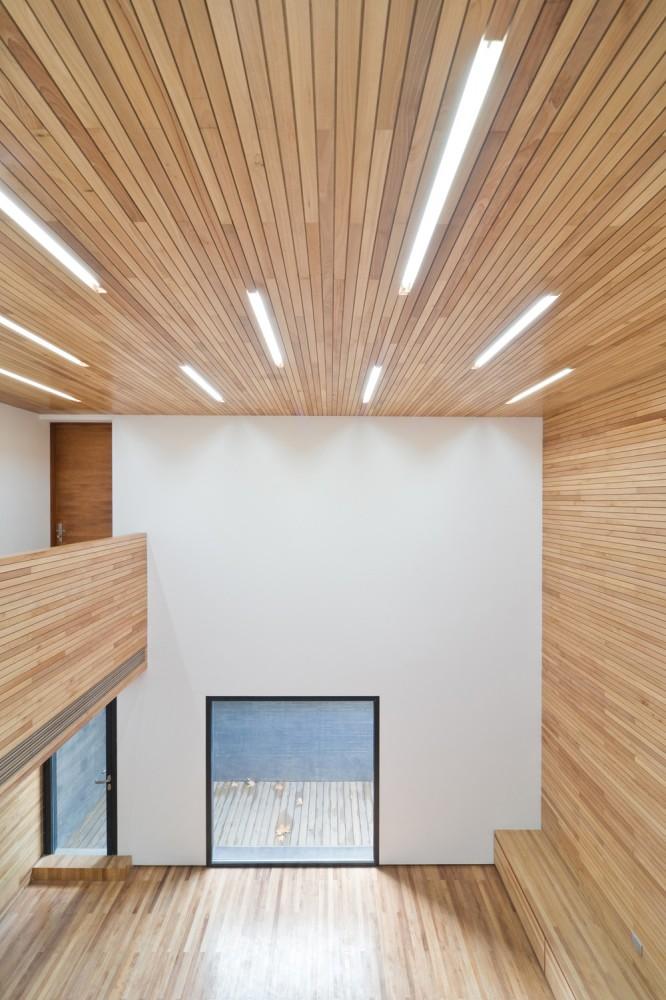 Casa de Hormigón con Ranura - AZL architects