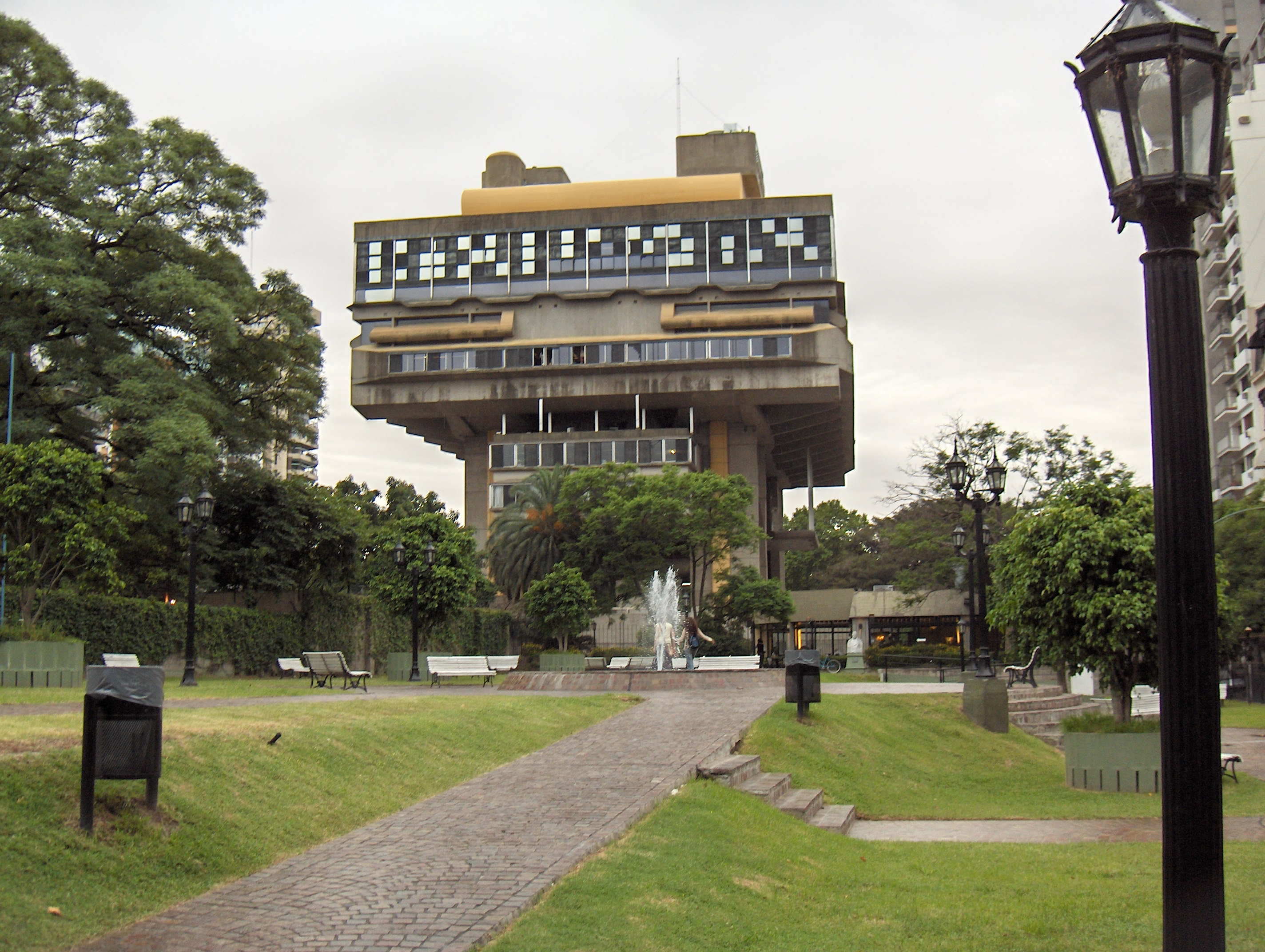 Clorindo Testa: 1923 – 2013