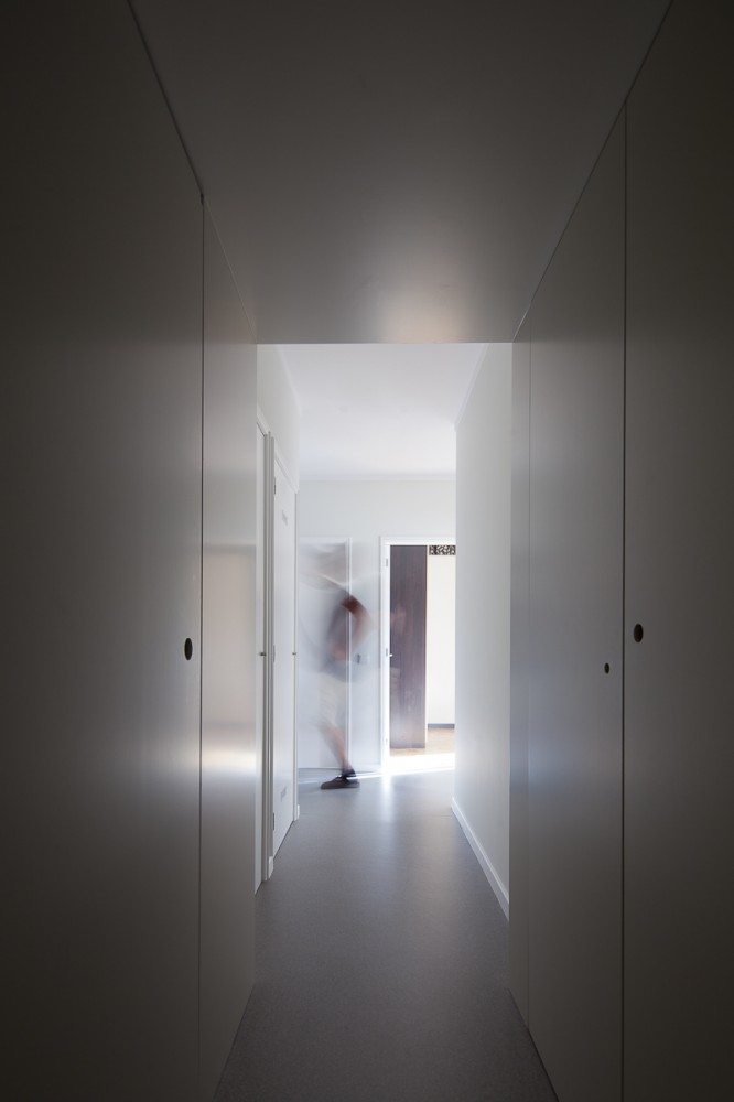 Un departamento Amarillo - Pedro Varela & Renata Pinho
