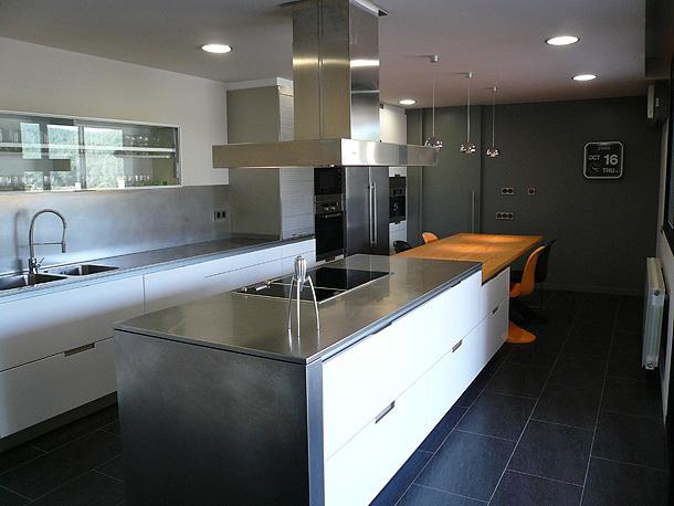 Una cocina moderna y luminosa - Dimont Studi